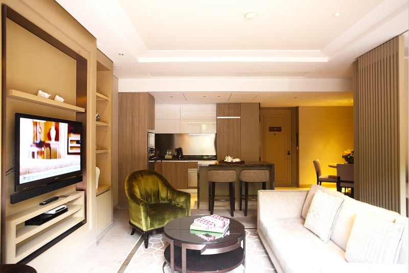 IFC Residence 2.5 bedroom serviced apartment with roof terrace