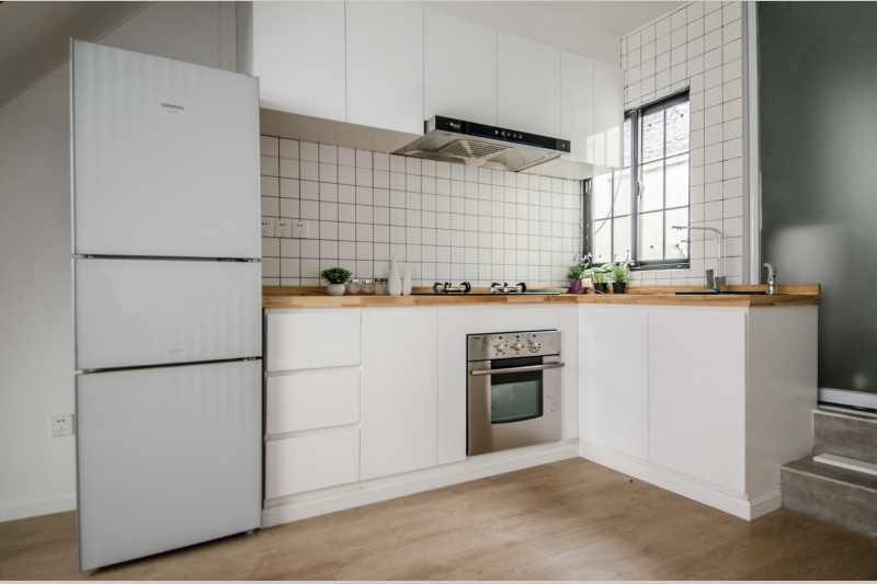 Two Bedroom Lane House on Jianguo W Rd with Terrace