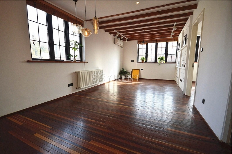 Old Apartment on Maoming S Rd with Roof Terrace and Wall Heating